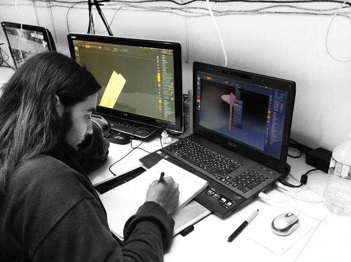 Un élève en game design au travail au Studio Mercier